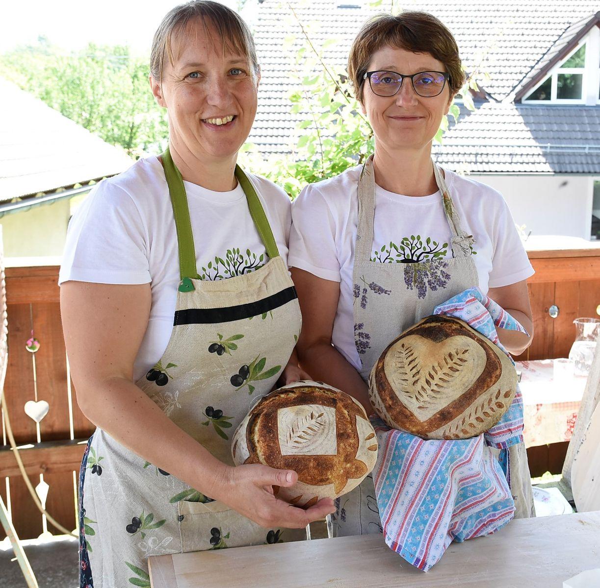 Kruh z drožmi na Zeliščarskem festivalu. Foto Sašo Radej